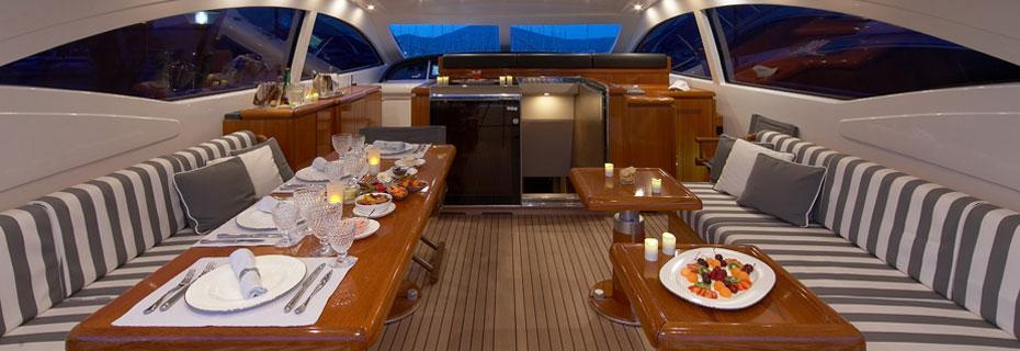 Location yacht avec skipper et hôtesses